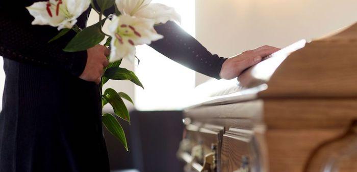 Как вести себя на похоронах друга